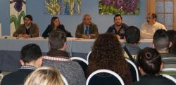 Ruiz se reúne con cooperativistas de la promoción de Rochdale en el Camino del Juncal